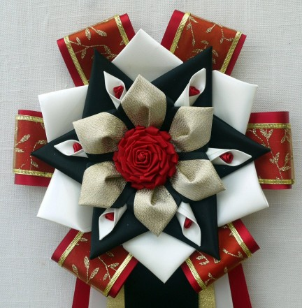 9T-7 red, white, black with mini roses & rose center